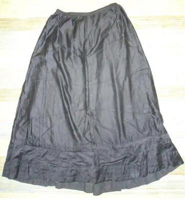 Underkjol från 1910-1920. Antagligen köpt.