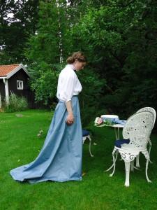 Dräkt med bomullsblus och kjol