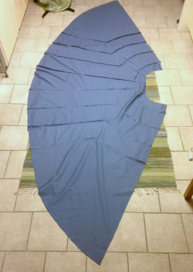 Kjolen, på avigan, innan den sytts samman baktill.